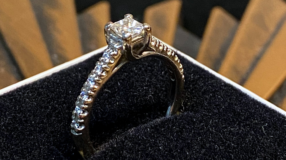 18K Platinum Diamond Ring