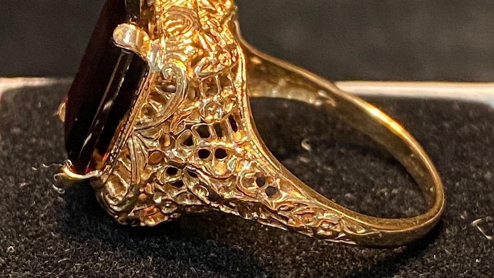 Vintage 10K Gold Filigree Garnet Ring