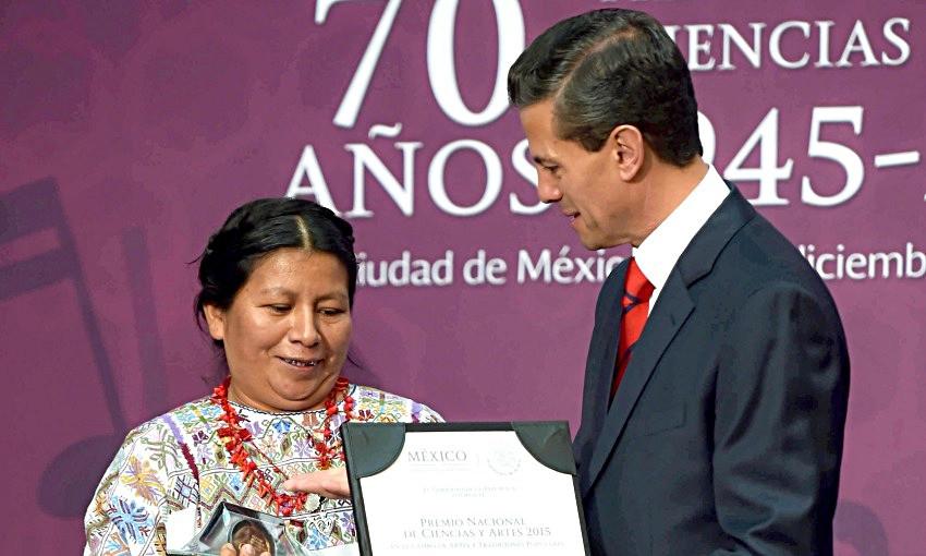 Nuestra Mtra. Victorina López Hilario, artesana de Xochistlahuaca, Gro. Ganadora del premio Nacional de las Artes 2015, por su trabajo con el telar de cintura.