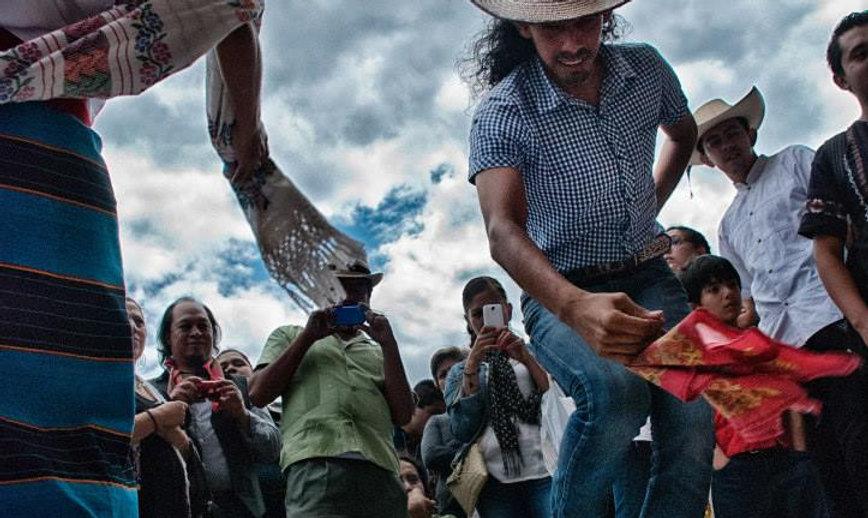 Fandango: Bailando Sonesde Tarima de Tixtla Gro. Foto. Grupo Nopilches.