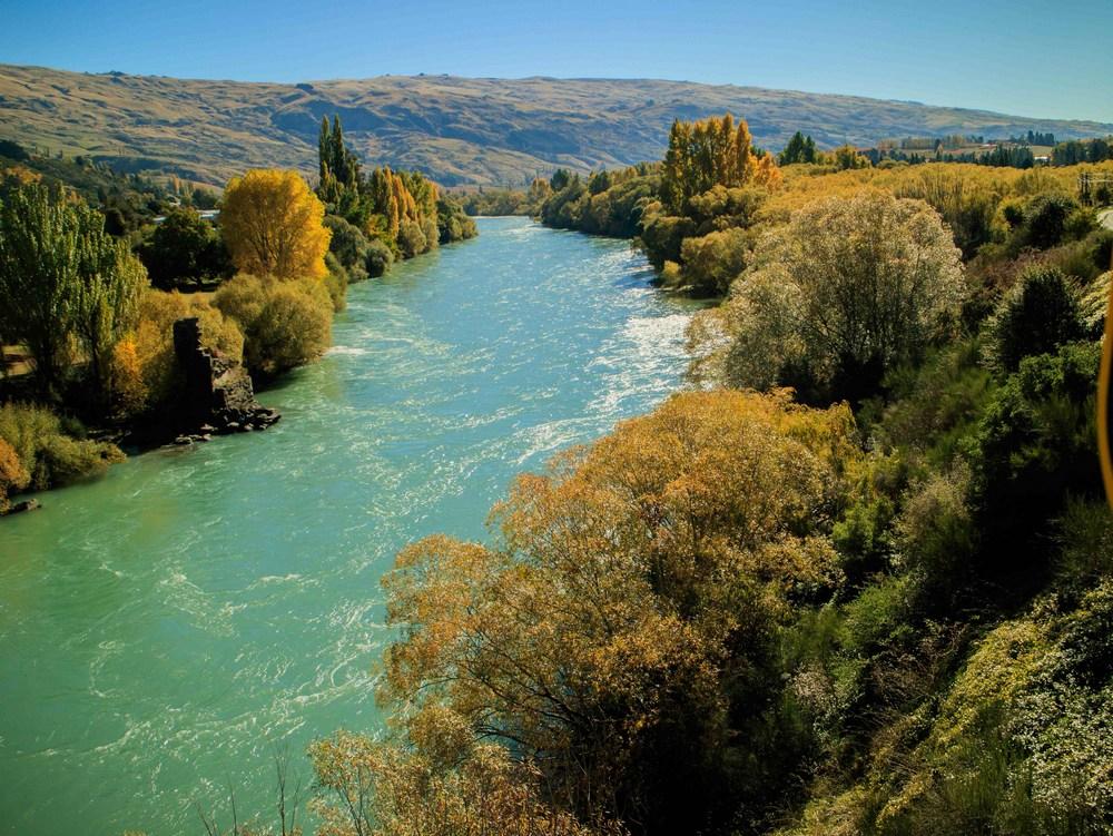 0040 Noel Dawson Clutha River-South