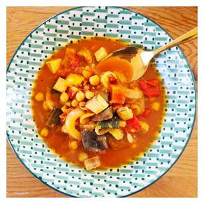 Soupe épicée aux pois-chiches et tofu fumé