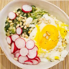 Porridge salé, épinards et fêta