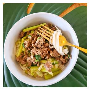 Salade de bœuf, concombre et nouilles de riz