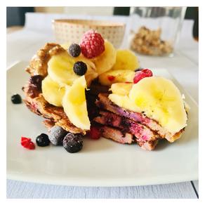 Pancakes à la farine de châtaigne et aux fruits rouges