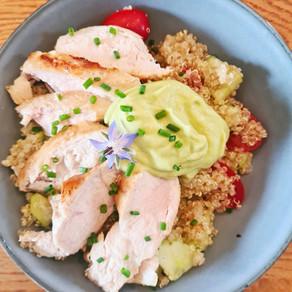 Bowl quinoa, poulet et crème d'avocat