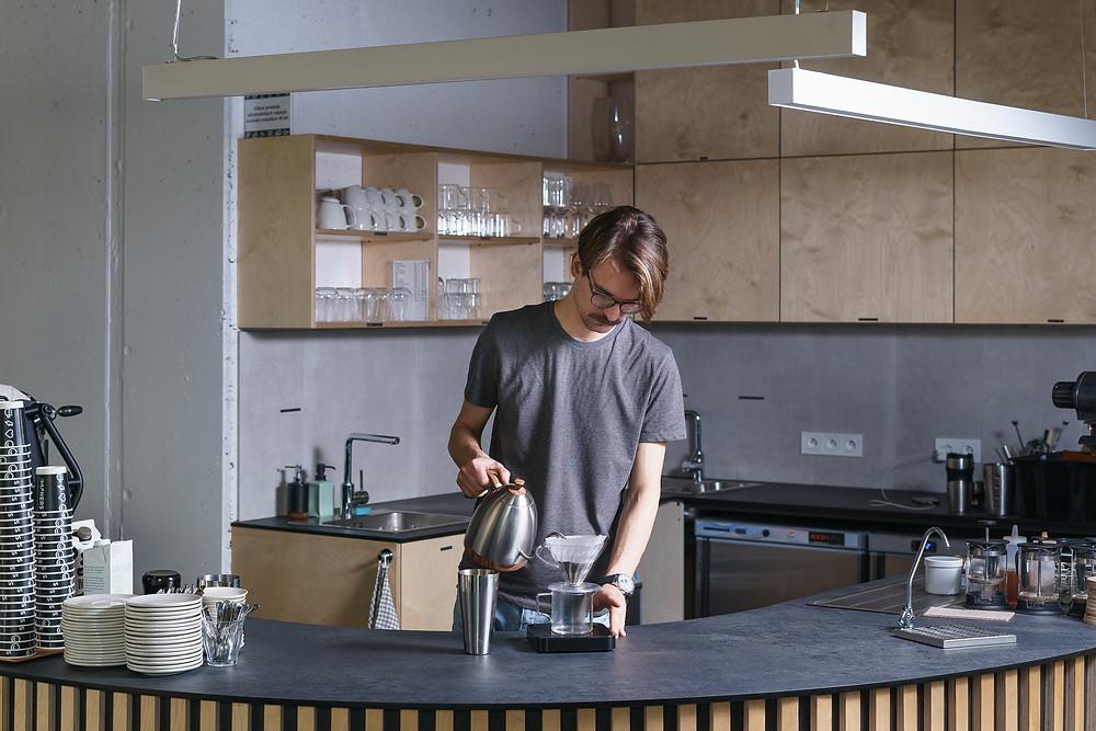 Jak připravit kávu pomocí dripperu Hario V60