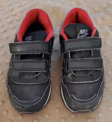 Nike Black & Grey Runners