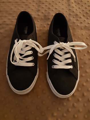 Old Navy Black Sneakers (Size 8)