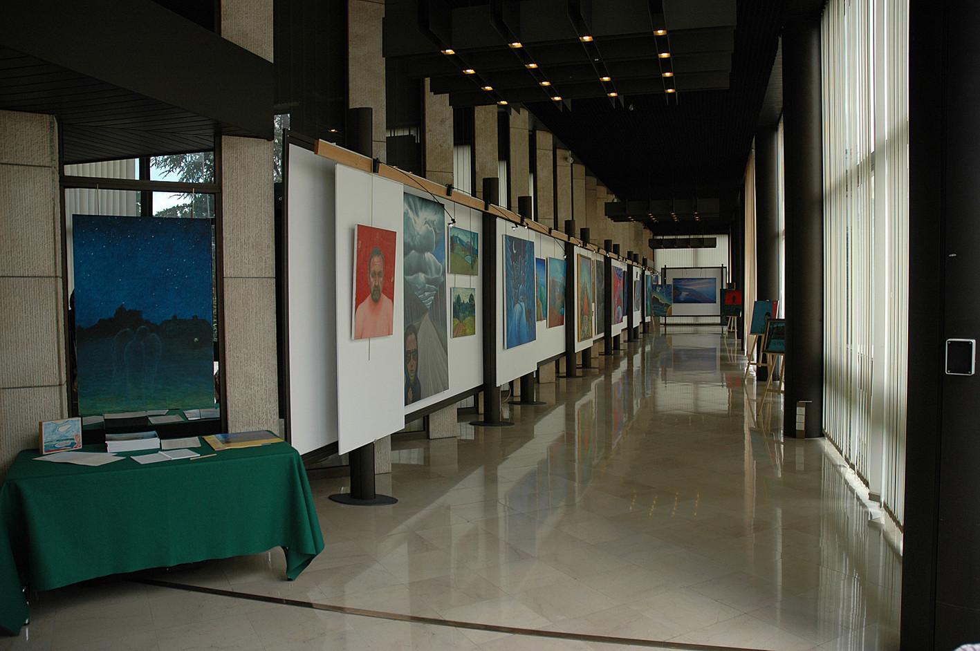 """""""Gleznas"""", Fransuā Miterāna galerija, Burgundijas reģionālās Padomes centrs, Dižona, Francija. """"Paintings"""", Francois Mitterrand Gallery, Center of Burgundy Regional Council, Dijon, France. 2007."""