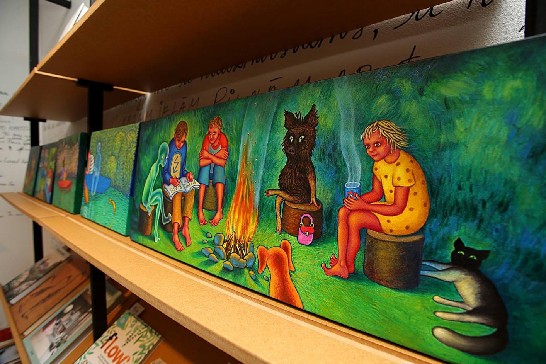 """Izstāde un grāmatas """"Glābējcūka"""" prezentācija, """"Mr Page"""" grāmatnīca, Rīga, Latvija. Exhibition and presentation of book """"Glābējcūka"""", bookstore """"Mr Page"""", Riga, Latvia. 2018."""
