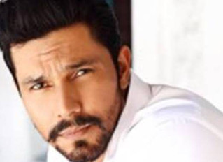 Bollywood & 'Extraction' Star Randeep Hooda Gets Hollywood Representation With Authentic Talent