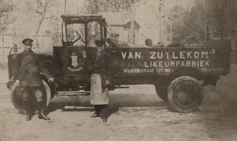 de oude van zuylekom-auto in amsterdam