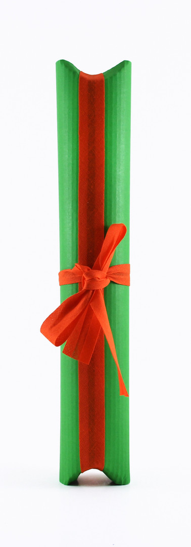 Tulip liqueur packing, green corrugated card with red ribbon