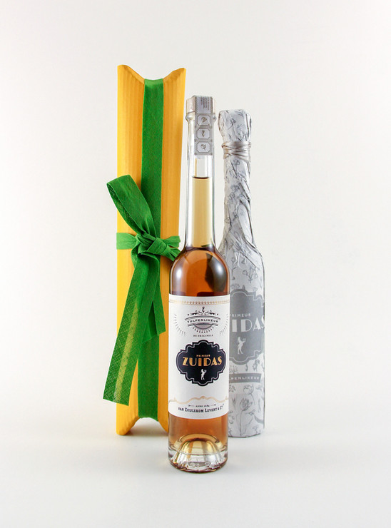 Tulip liqueur packaing with ribbon