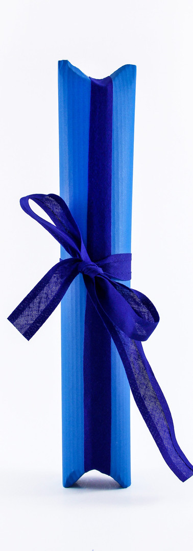 Tulip liqueur packing, blue corrugated card with blue ribbon