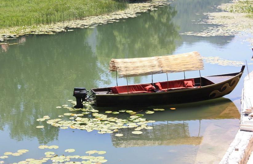 Bateau Lac Skordorsko