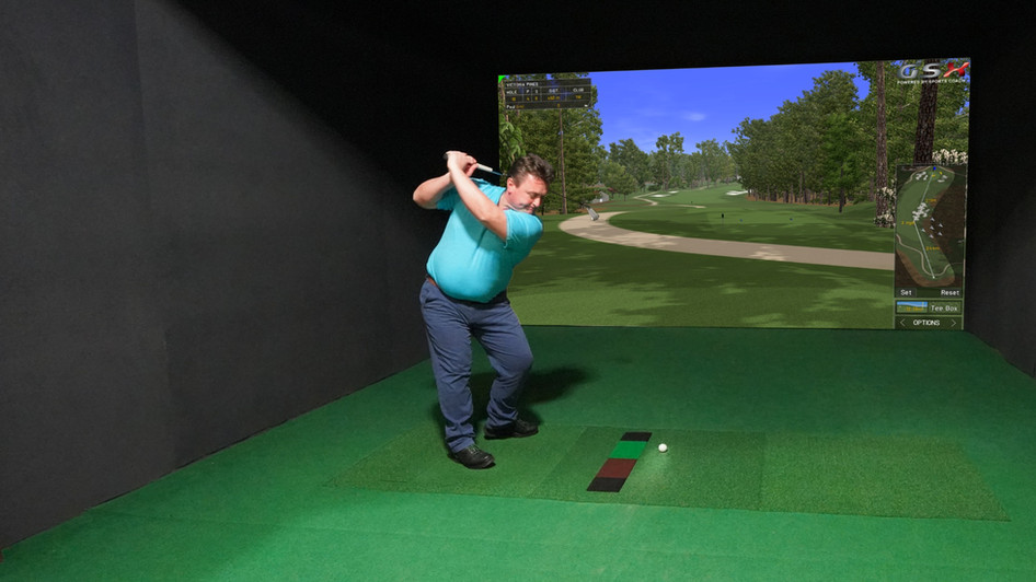 UHD GOLF SIMULATOR