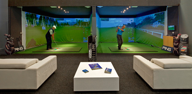 INDOOR GOLF.