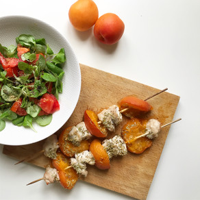 Brochettes de poulet aux abricots et romarin
