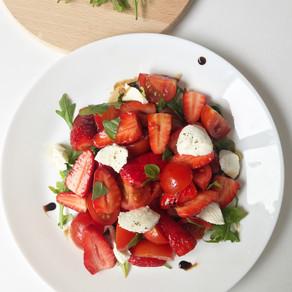 Salade de fraises tomates et basilic