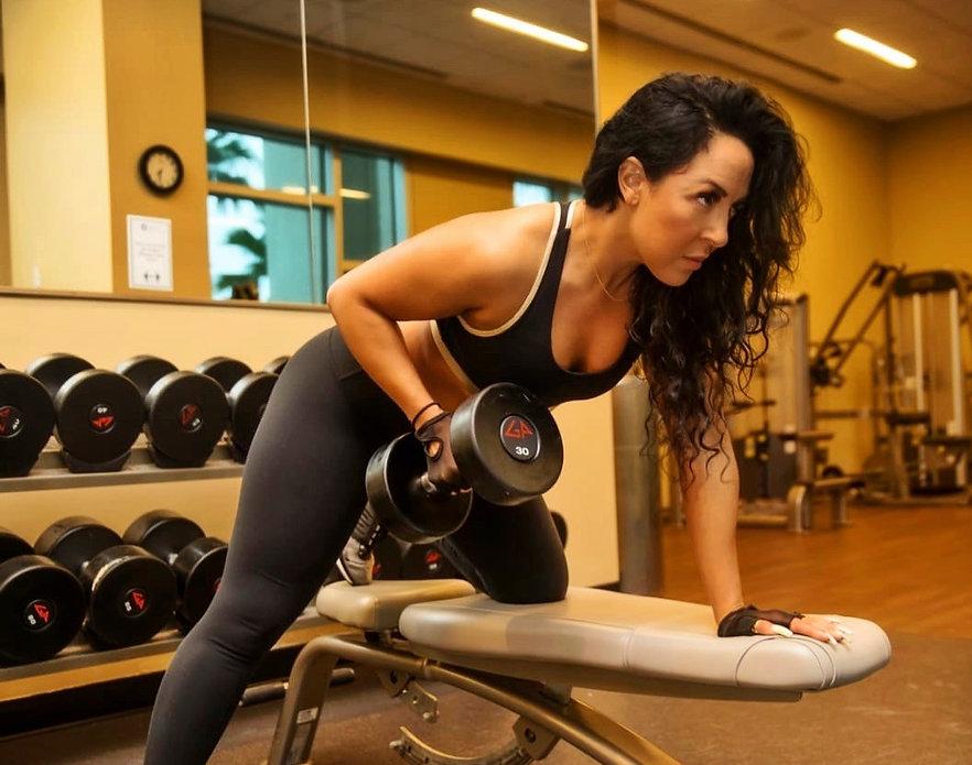 Liana Veda Fitness Liana Veda training in gym