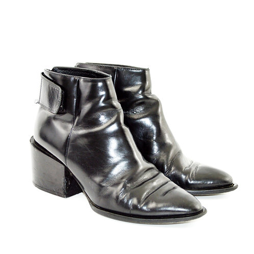 Vince Leather bootie #127-111