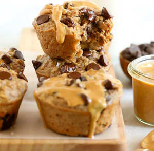 Peanut Butter and Chocolate Chip Baked Oatmeal Cups