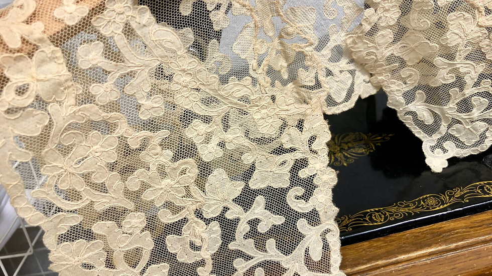 Ivory/Cream Vintage Lace Full Square Collar