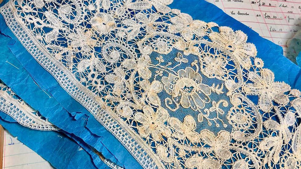 Beautiful Brussels Duchesse Antique Lace Piece - a huge 2 metres long