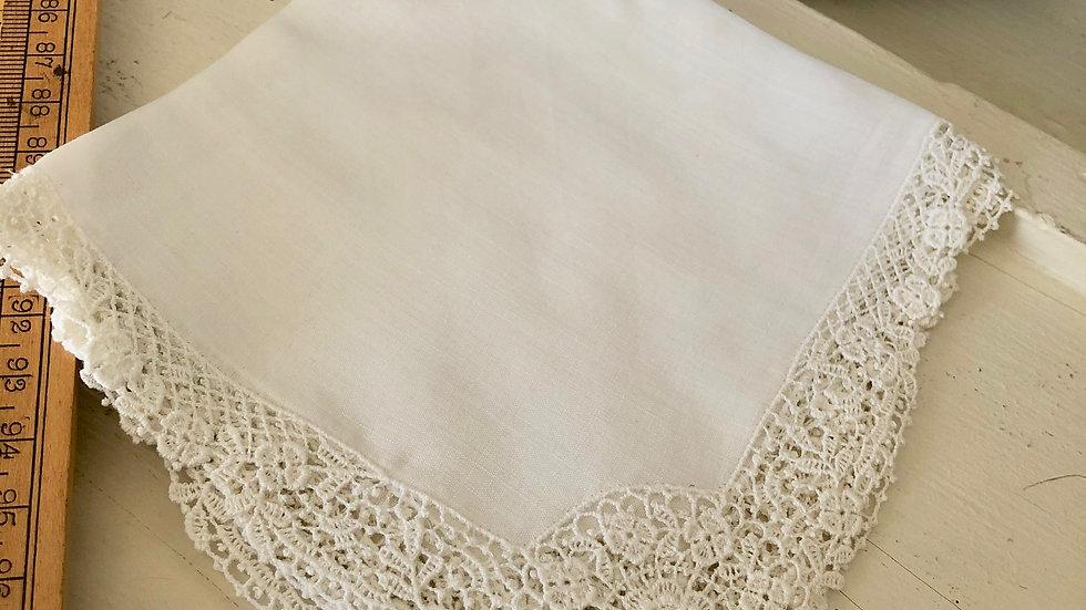 Stunning Vintage Linen, Cotton & Lace Hankies