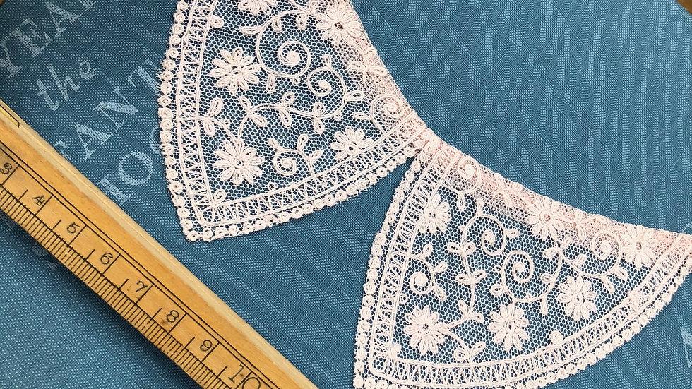 Pretty little vintage Collar - soft pink colour