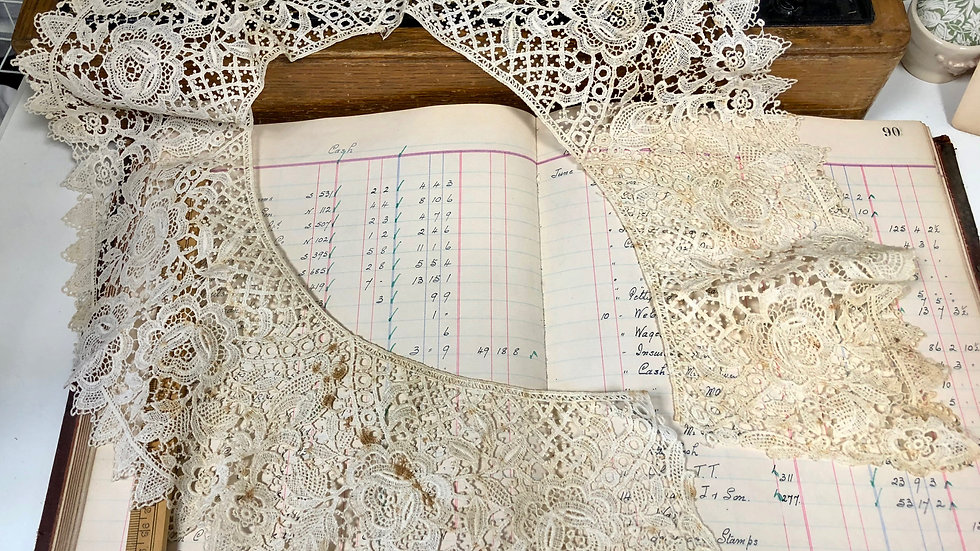 Beautiful Ivory Vintage Lace Collar