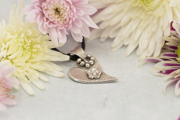 Fine silver heart with flower