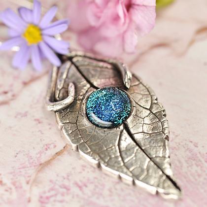 "Fine silver Buddleia leaf with ""Loving arms"" bail"
