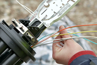 technicians-are-installing-optic-fiber-with-cable-ties_h4xcdcvme_thumbnail-full01.png