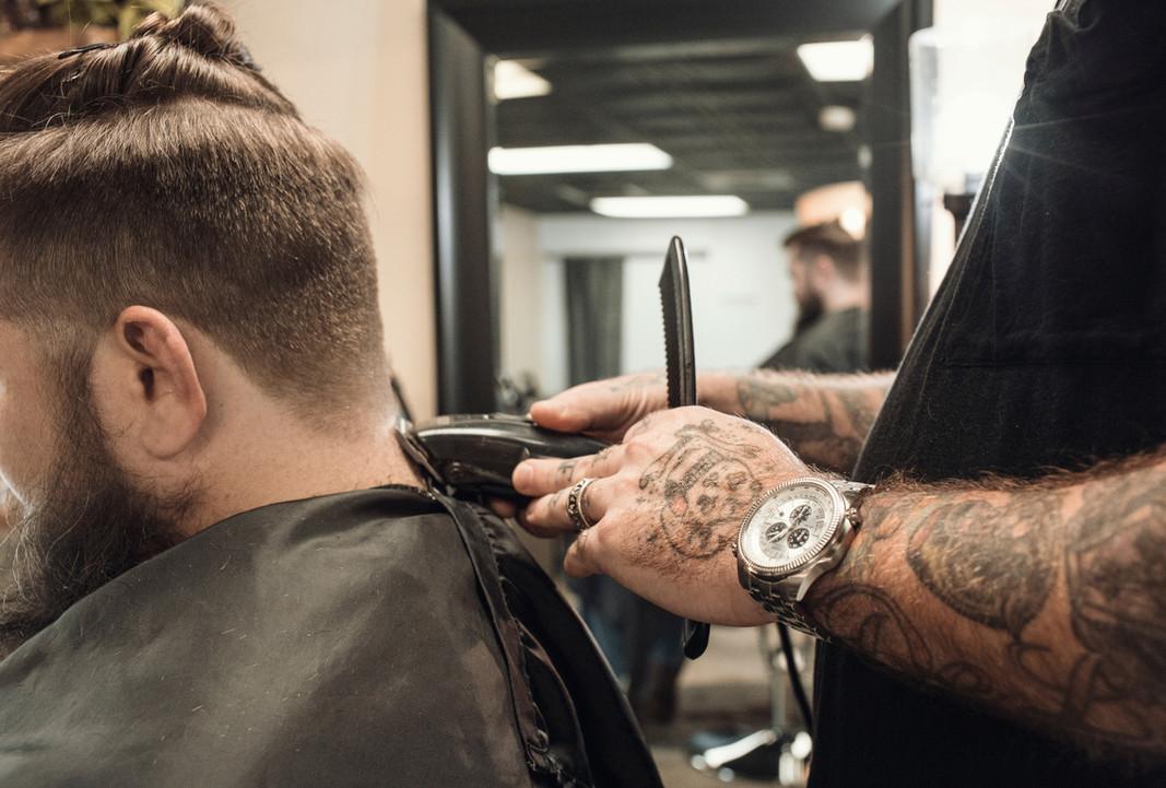 aparar os cabelos