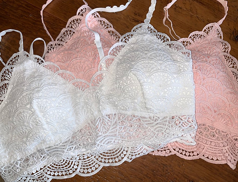White Bralette With Cups And Adjustable Straps
