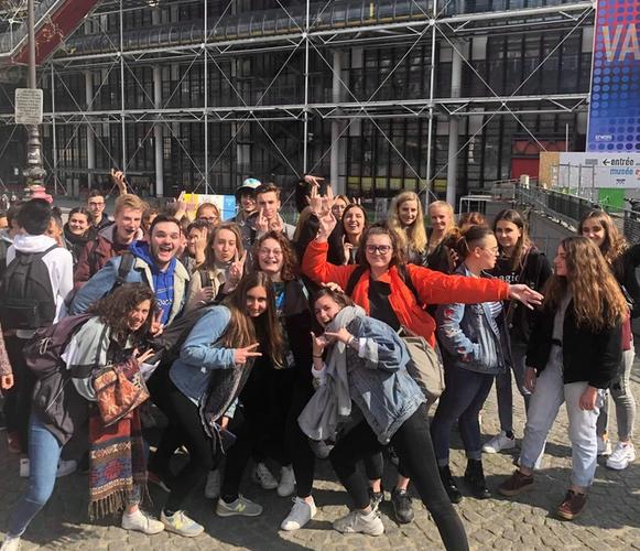 Etudiants de 2e année au centre Pompidou à Paris