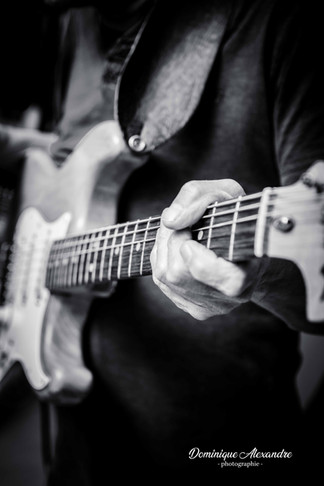 main-guitariste-concert-repetition