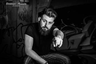 Photo-homme-barbu-taouage-noir-et-blanc