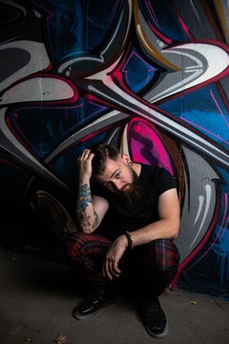 photo-homme-barbu-tatouage-graffiti