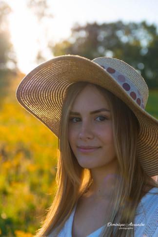 portrait-fille-chapeau-coucher-soleil