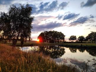 couche-soleil-etang-auergne
