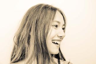 portrait-magnifique-sourire-profil-preset