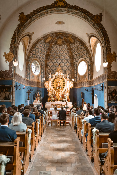 37 Hochzeit Lisa und Sepp  -  Kirche.jpg