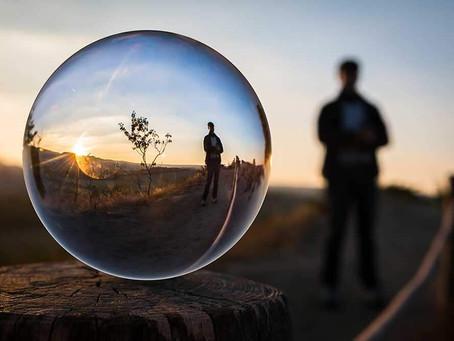 A visão de mundo depende de quem olha , de onde olha , para onde olha e o que espera.