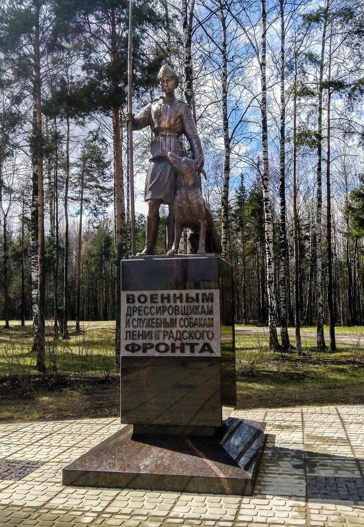 в Сосновке открыли памятник собакам-саперам