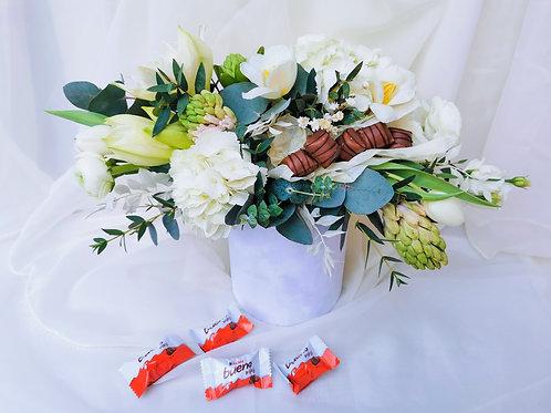 Aranjament floral cu Kinder Bueno