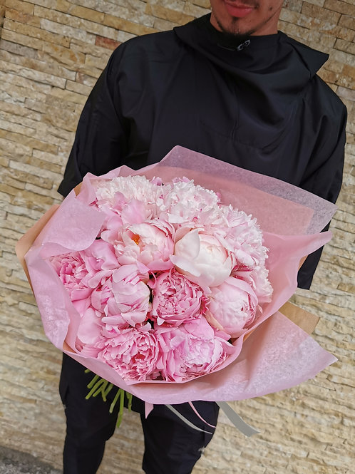 Buchet bujori roz românești